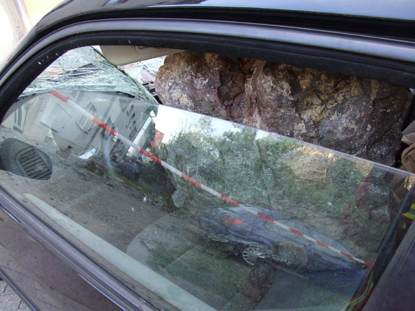Felsbrocken stürzt in die Marienau